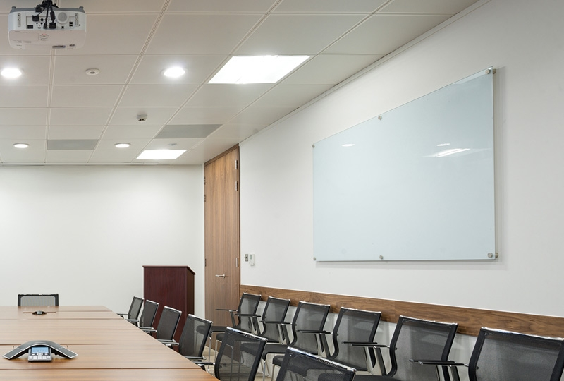 Example of large magnetic glass whiteboard in boardroom