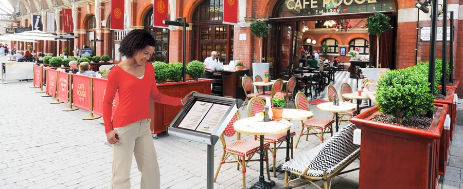 Cafe Barriers create alfresco dining areas
